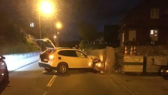 Killwangen, 5. Juni: Am Mittwochabend prallte ein Auto in eine Wand. Der Fahrer gab der Polizei an, einer Katze ausgewichen zu sein.