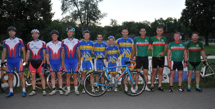 Das im Rahmen des Abendrennens vom Mittwoch ausgetragene Clubrennen wurde eine Beute des VMC Gansingen vor dem RC Wittnau (links) und dem VC Kaisten.