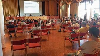 Für einmal fand die Uitiker Gemeindeversammlung im Üdikerhuus ohne Tische statt.