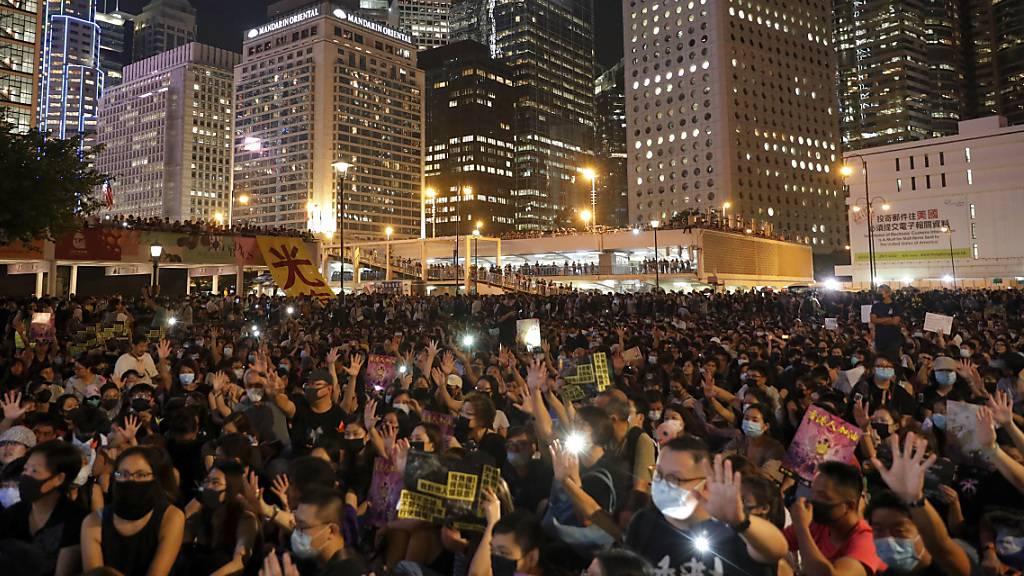 Tausende demonstrieren vor Gründungsjubiläum Chinas