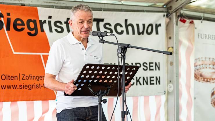 15 Jahre Berufsbildungszentrum BBZ Olten: Georg Berger, Direktor, begrüsst im Fröschenweid-Zelt die versammelten Lehrpersonen der Schule.