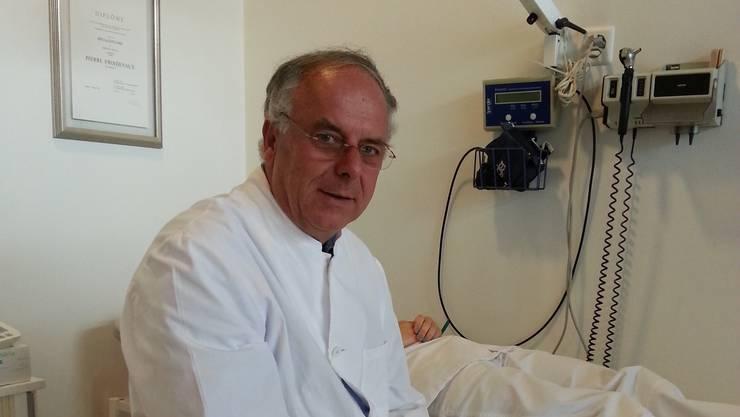 Pierre Froidevaux (65) arbeitete vor zwanzig Jahren als Notarzt und sass als Abgeordneter für die FDP im Genfer Kantonsparlament. Er erhielt den Auftrag, sich um die Angehörigen zu kümmern, die am Flughafen auf ihre Angehörigen warteten.