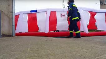 Aufblasbare Wand gegen Unfall-Gaffer: Der MDR hat dem Erfinder Dieter Mohn einen Besuch abgestattet.