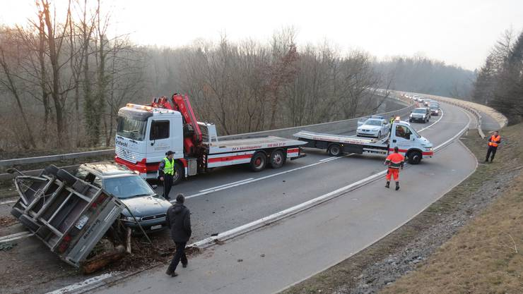 Unfall in Bremgarten: Anhänger kippte auf Umfahrungsstrasse