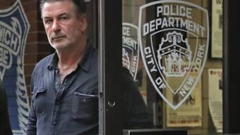 US-Schauspieler Alec Baldwin beim Verlassen der Polizeistation in New York.