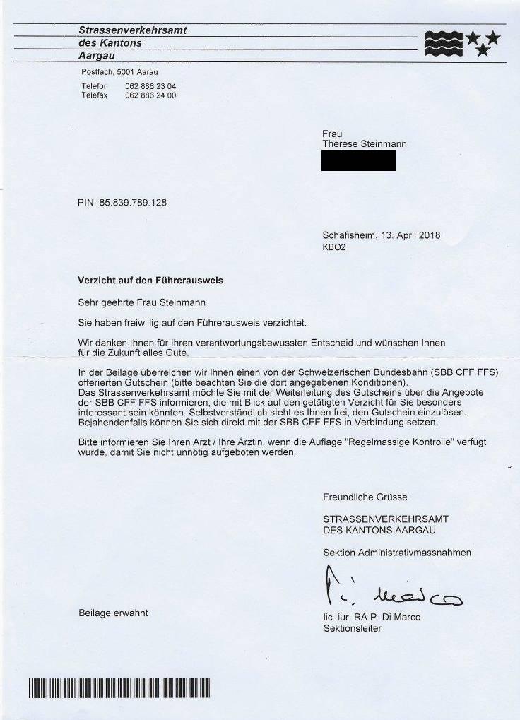 Das Schreiben vom Aargauer Strassenverkehrsamt, dass Therese Steinmann nach ihrem freiwilligen Verzicht auf den Führerausweis erhalten hat.