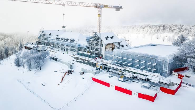 Die Baustelle des Kurhauses Weissenstein hatte im Januar genauso mit Schnee zu kämpfen wie im April.