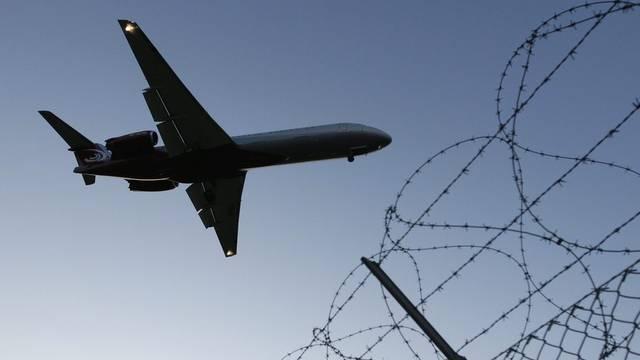 Ein Flugzeug am Flughafen Genf (Symbolbild)