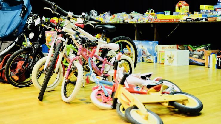 Spielsachen und Fahrräder