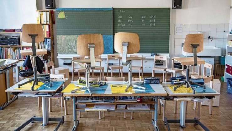 Die Schulzimmer im Aargau sind derzeit leer. Der Unterricht geht aber weiter, wenn auch in stark veränderter Form.