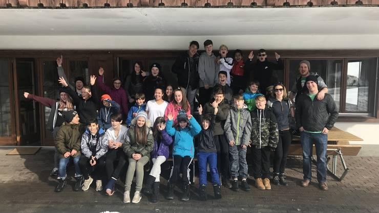 Gruppenbild vor dem Gruoberhus in Klosters