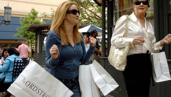 Shopping in Los Angeles: Die amerikanischen Konsumentinnen und Konsumenten haben die US-Wirtschaft vor einem grösseren Einbruch im ersten Quartal bewahrt (Archiv)