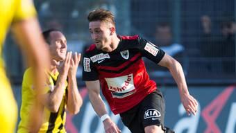 Stephan Andrist freut sich über ein Tor für den FC Aarau.