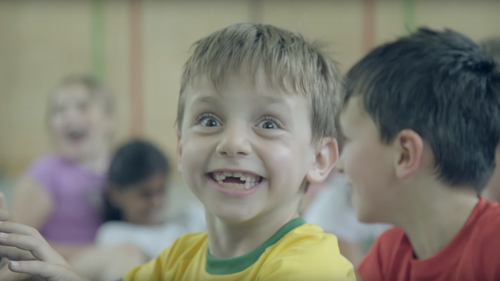 Churer Kinder werben mit einem neuen Song für eine zeitgemässe Sportinfrastruktur.