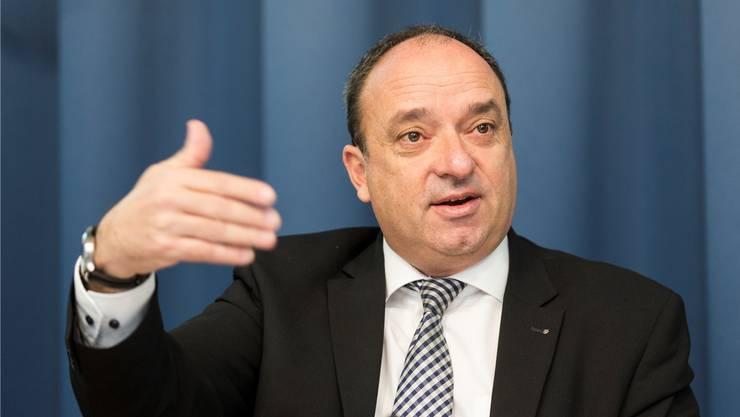 Finanzdirektor Markus Dieth sprach am Dienstag vor den Medien in Aarau.
