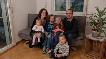 Familie Sommer aus Grenchen reist im Sommer wieder für fünf Jahre nach Papua-Neuguinea. Christin mit Vania auf dem Schoss, Marvin, Eleni, Ilai und René (v. l.).