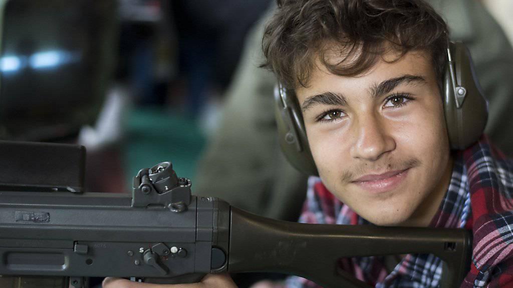 Der Zürcher Schützenkönig 2017: Der 16-jährige Jakob Marten aus Auslikon hat am traditionellen Schiesswettbewerb im Albisgüetli als Einziger das Maximum von 35 Punkten geschossen.