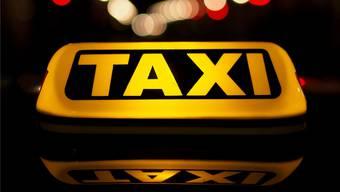 Während einer Fahrt von Weil am Rhein (D) nach Basel überfiel ein Unbekannter den Taxifahrer. (Symbolbild)