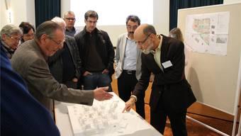 Ammann Reto S. Fuchs (rechts) unterstreicht die Wichtigkeit des Projekts.