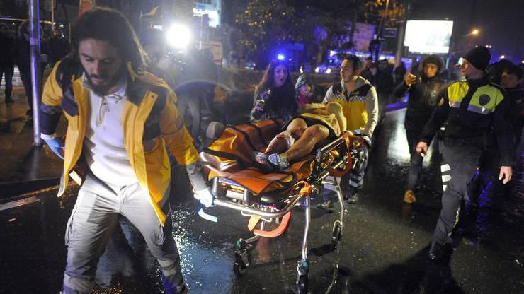 Mindestens ein Attentäter verschaffte sich in der Silvesternacht gewaltsam Zutritt zum Club Reina in Istanbul. Dort schoss er wahllos um sich.