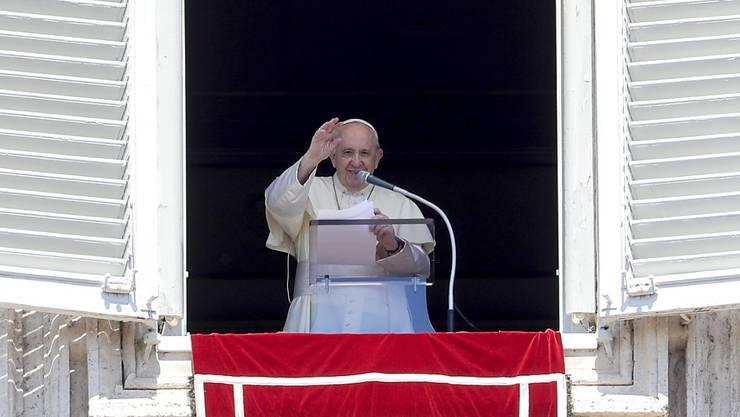 Papst Franziskus spricht im Vatikan. Foto: Andrew Medichini/AP/dpa
