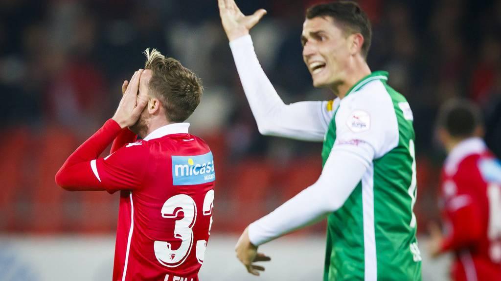 St.Gallens Vincent Sierro ist während des Spiels nicht zufrieden