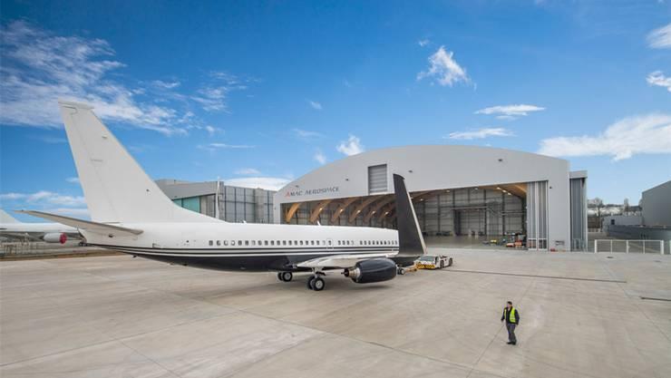 Amac Aerospace fühlt sich am Flughafen Basel-Mühlhausen offenbar wohl: Den Hangar Nummer 4 weihte das Unternehmen 2015 ein.