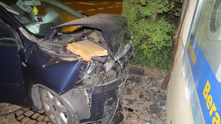 Das Auto erlitt bei der Kollision einen Totalschaden.
