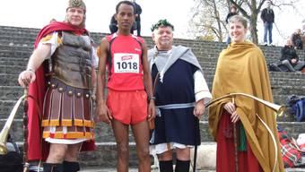 Neuer Rekord in 37:48,5 Minuten: Asylbewerber Ogubit Berhane aus Eritrea (Zweiter von links).  Ulrich Fluri
