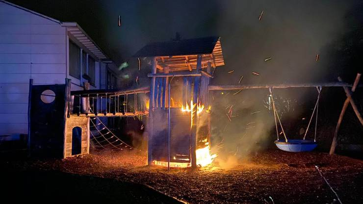 In der Nacht auf Freitag ist die Spielanlage des Kindergartens niedergebrannt.