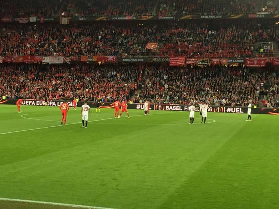 Anpfiff FC Liverpool - FC Sevilla
