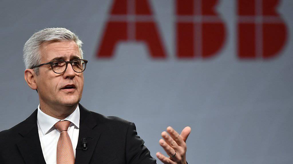 Ulrich Spiesshofer, CEO von ABB, gibt sich trotz eines Umsatzrückgangs um 1 Prozent im ersten Quartal zuversichtlich. (Archivbild)