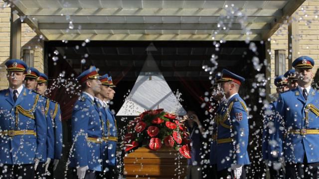 Mit militärischen Ehren beigesetzt: Tito-Witwe Jovanka Broz
