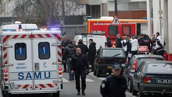 Trotz der jüngsten Terroranschläge in Europa, wie jenem in Paris auf Mitarbeiter des Satiremagazins Charlie Hebdo, fühlt sich die Schweizer Bevölkerung nach wie vor sicher. Gleichzeitig fürchtet sie sich mehr als vor Jahresfrist vor einem Krieg in Europa. (Archiv)