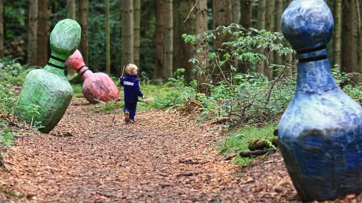 Auch für Kinder ist der Freiämter Sagenweg im Wald bei Waltenschwil attraktiv.