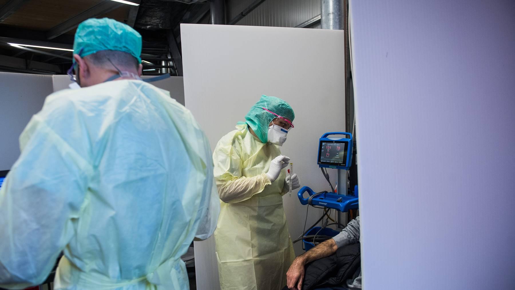 Die Zahl der Neuansteckungen mit dem Coronavirus steigt auch in der Schweiz an.