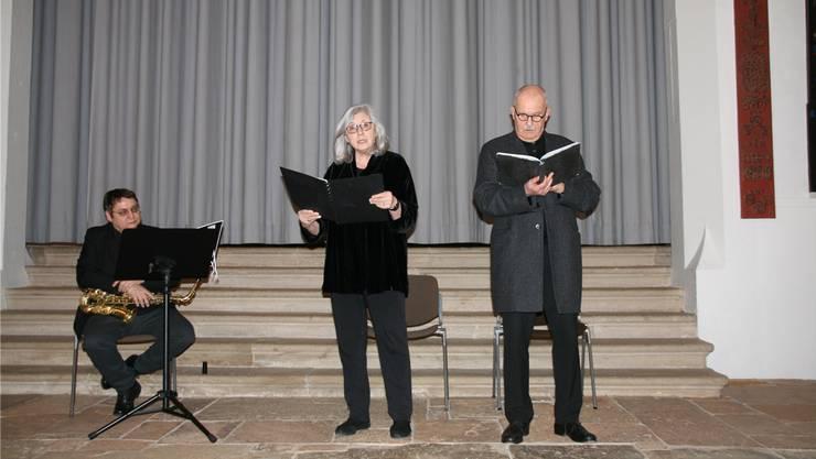 Saxofonist Räto Harder sowie die Rezitatoren Roswita Schilling und Hansrudolf Twerenbold beschrieben den Menschen Max Frisch und dessen kritische Beziehung zu Heimat und Identität.