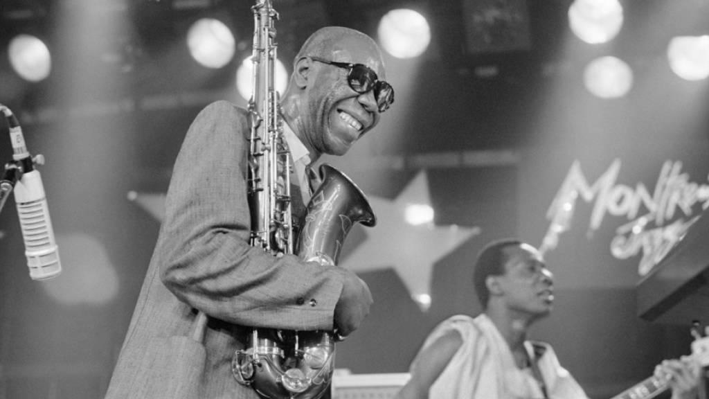 Der Jazz-Saxophonist Manu Dibango ist der erste weltberühmte Prominente, der an der Lungenkrankheit Covid-19 gestorben ist. Er erlag der Krankheit mit 86 Jahren. (Archivbild)