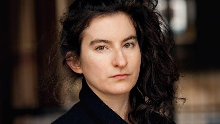 Deniz Ohde ist in Frankfurt a.M. geboren, sie lebt in Leipzig.