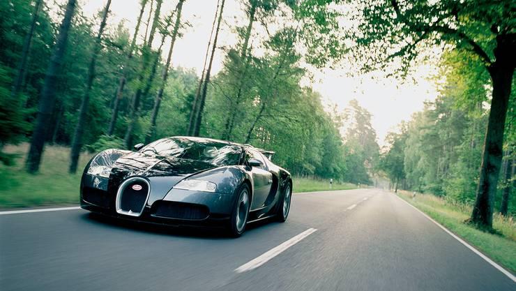 Gebaut werden die Bugattis in Handarbeit im elsässischen Molsheim, südwestlich von Strassburg. Hier zu sehen: Bugatti Veyron