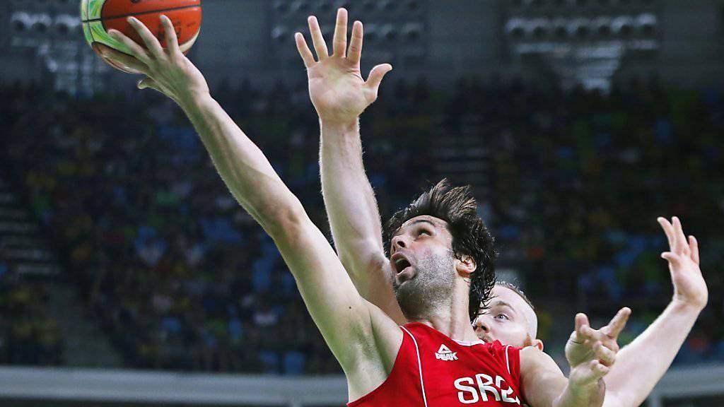 Viel zu stark für die Australier: Serbiens Milos Tedosic erzielt zwei seiner 22 Punkte im Olympia-Halbfinal