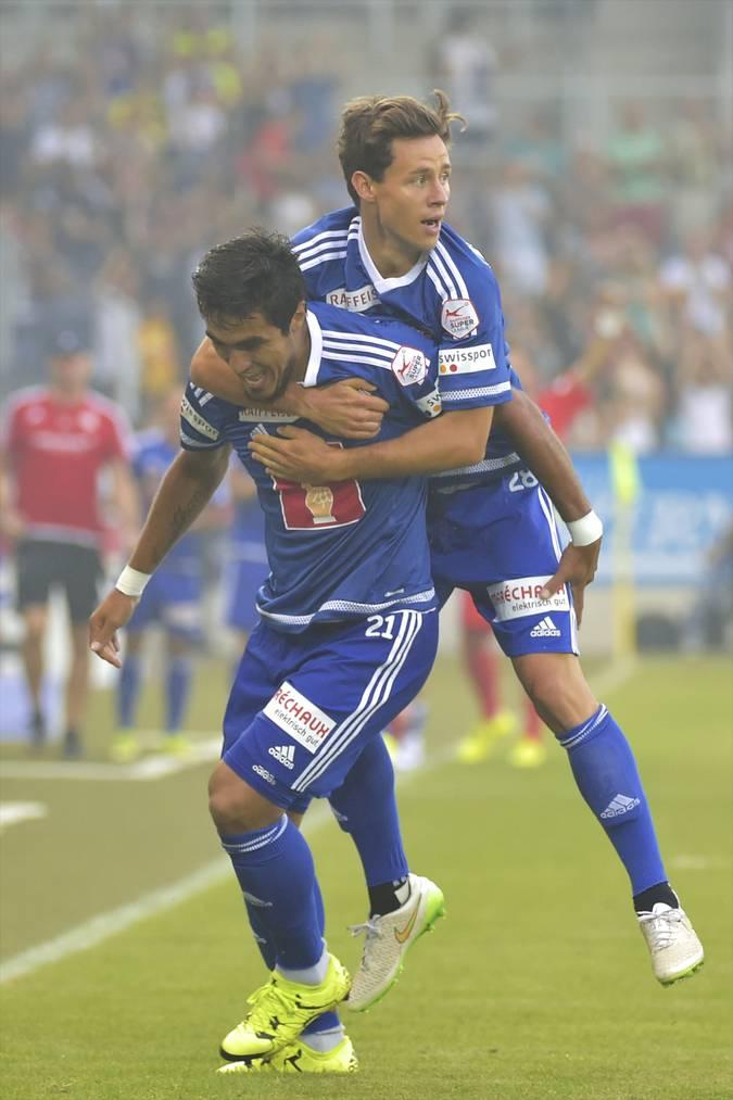 Dario Lezcano (vorne) und Clemens Fandrich freuen sich über das 1:0.