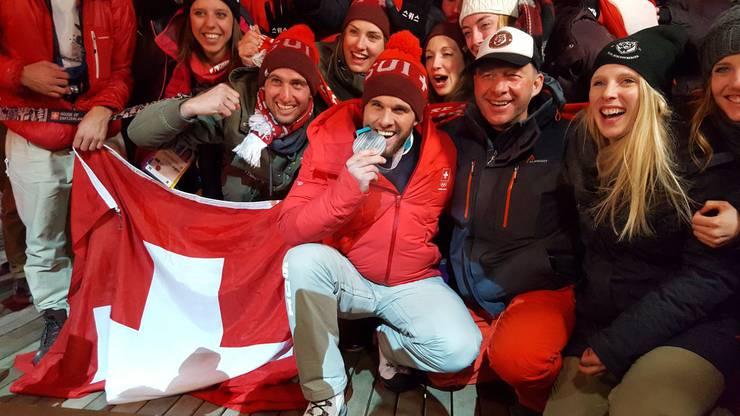 Und so wird anschliessedn im House Of Switzerland gefeiert.