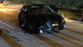 Der Mazda der korrekt fahrenden Autolenkerin wurde bei der Kollision mit dem Töffraser stark beschädigt.