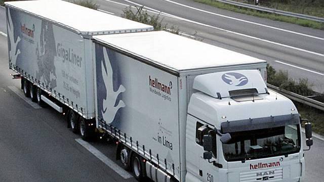 Gigaliner in Deutschland unterwegs (Archiv)