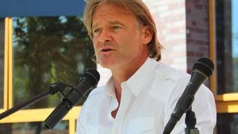 Die Fussball-Legende Jörg Stiel sprach am Nationalfeiertag in Hirschthal.