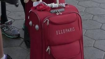 Der Vater hat kurzerhand die Koffer gepackt und flog mit seiner Tochter in die Türkei. (Symbolbild)
