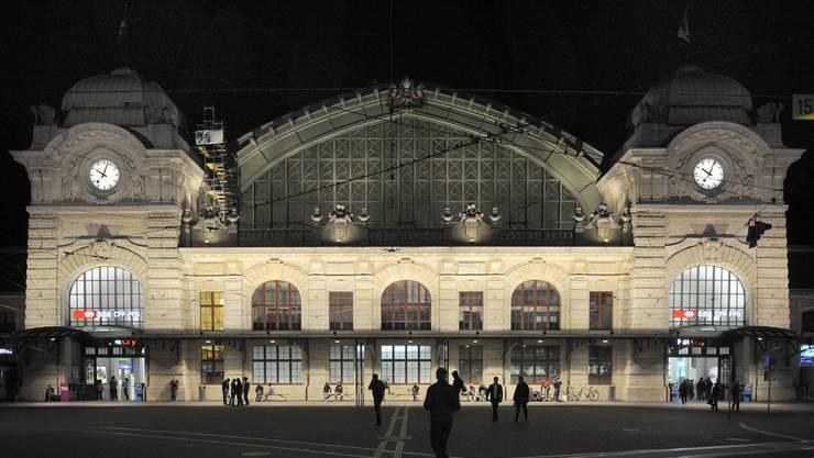 Der Streit eskalierte kurz vor Mitternacht vor dem Bahnhof SBB. (Symbolbild)