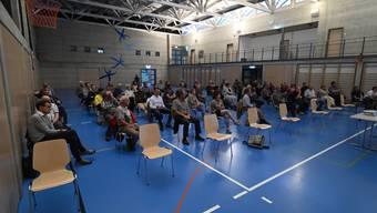 60 Personen nahmen an der Infoveranstaltung in der Dorfhalle teil.