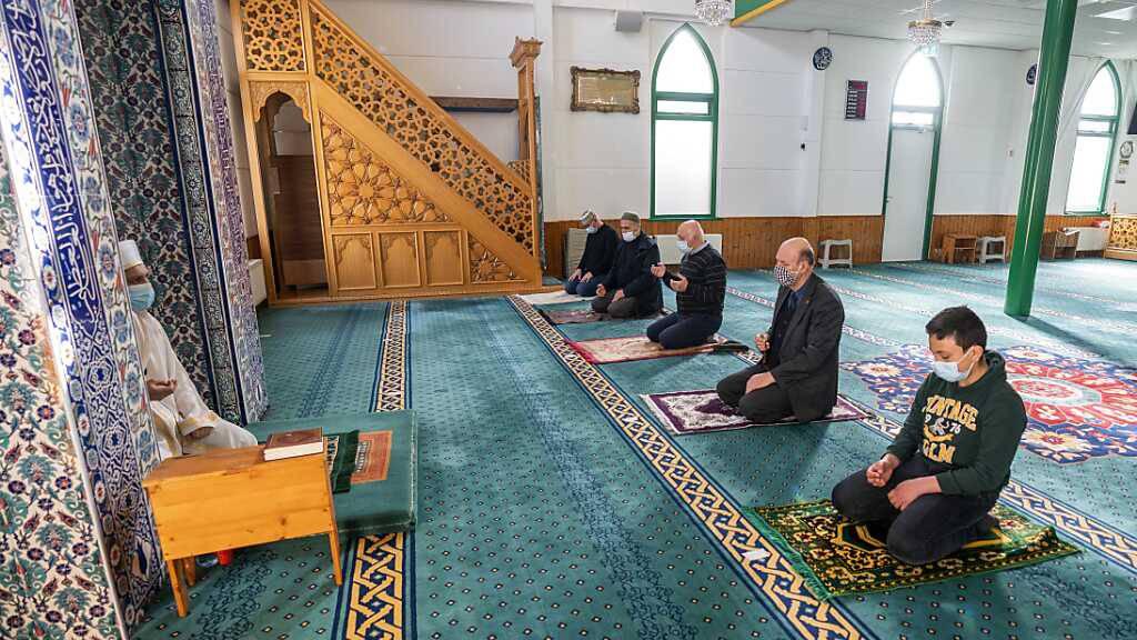 Muslime beginnen Ramadan -Corona-Auflagen in vielen Ländern